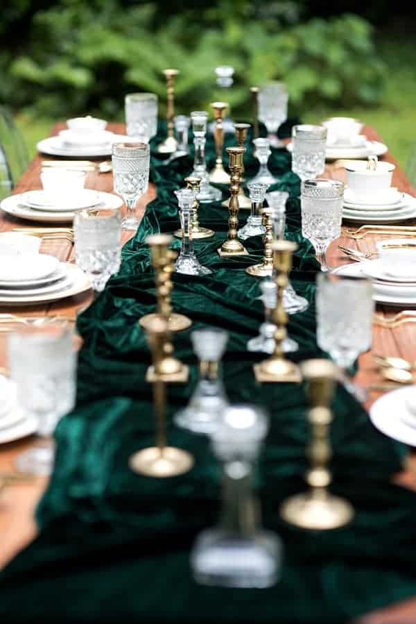 dark-emerald-green-velvet-table-runner-tablescape